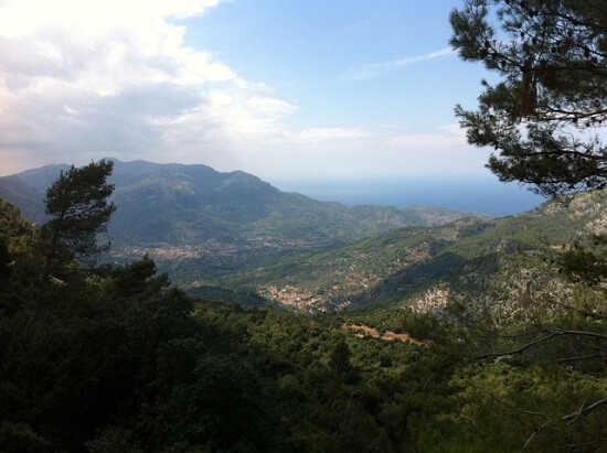 Es muss ja nicht immer Strandurlaub sein: Auch die Serra de Tramuntana kann man bei einer Mallorca Reise erkunden.